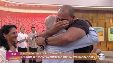Emoção marca reencontro de bombeiro e moradores de Mariana - O capitão Farah conta que Zezinho e sua mulher ajudaram muito no resgate das vítimas da queda da barragem de Mariana, em 2015