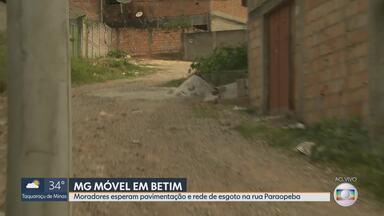 MG Móvel está na rua Paraopeba, em Betim - Moradores aguardam obras de pavimentação, rede de esgoto e iluminação na rua Paraopeba, no bairro Santa Cruz.