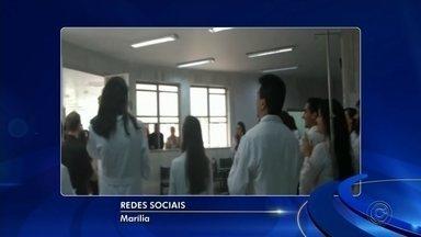 Pacientes reclamam de comemoração de residentes no corredor de PS em Marília - Alguns pacientes reclamaram do tumulto que a comemoração de residentes causou no pronto-socorro do Hospital das Clínicas de Marília.