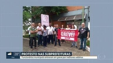 Funcionários de subprefeituras de SP entram em greve por melhores salários - Categoria diz que não tem reajuste desde 2013. Prefeitura afirma que já conseguiu liberação de verba pra reestrutura carreiras.