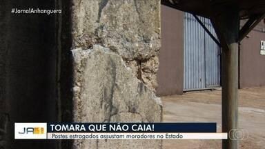 Várias regiões da Grande Goiânia ficaram sem energia - Muita gente reclamou de postes e fios que caíram durante chuva.