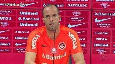 Marcelo Lomba pede desculpas pela expulsão no Grenal, e diz que o time precisa se ajustar - O Inter enfrenta o Ceará na quinta-feira.