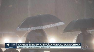 Capital entra em estado de atenção por causa das chuvas - Túnel do Anhangabaú foi fechado por medida de segurança.