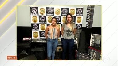 Mãe e filha são presas acusadas de furtar instrumentos musicais em igrejas, em Goiás - Elas fazem parte de uma quadrilha que revendia os equipamentos na internet, segundo a polícia.