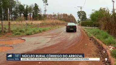 Moradores do Núcleo Rural Córrego do Arrozal precisam encarar lama e poeira - Só a pista que liga a BR-020 até a escola classe foi asfaltada, em 2012. Mas um trecho de pouco mais de um quilômetro ficou sem pavimentação e hoje é motivo de transtorno.
