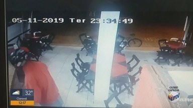 Câmera flagra assalto a mão armada em bar de Campanha - Câmera flagra assalto a mão armada em bar de Campanha
