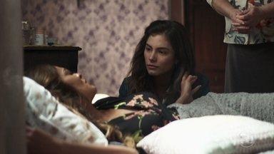 Maria da Paz questiona Joana sobre declaração de sua avó - A boleira diz que se sente angustiada com as declarações dela