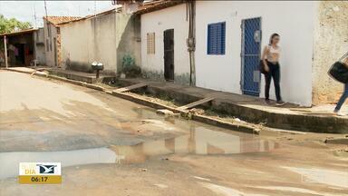 Moradores reclamam de sujeira e esgoto em bairro em Imperatriz - moradores do bairro Parque Anhanguera dizem que não sabem mais a quem recorrer e temem que a situação piore com a chegada do período chuvoso.