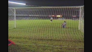 Pela Copa Ouro de 1993, Atlético-MG e Cruzeiro empatam, mas Galo avança nos pênaltis - Pela Copa Ouro de 1993, Atlético-MG e Cruzeiro empatam, mas Galo avança nos pênaltis