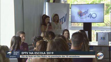 """EPTV na Escola: Os 10 vencedores são premiados em São Pedro nesta quinta-feira - O tema deste ano foi """"quando a mentira parece verdade""""."""