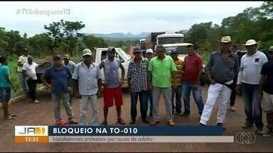 Moradores manifestam reivindicando manutenção em estrada precária da TO-010 - Moradores manifestam reivindicando manutenção em estrada precária da TO-010
