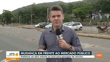 Prefeitura de Joinville vai liberar trânsito em frente ao Mercado Público - Prefeitura de Joinville vai liberar trânsito em frente ao Mercado Público