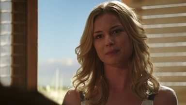 Traição - Com a ajuda de Nolan, Emily quer destruir a vida do promotor de justiça que condenou o pai dela. Victoria tenta confirmar as suspeitas sobre o passado de Emily.