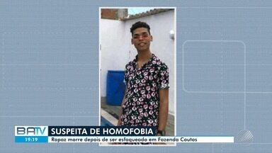Rapaz morre depois de ser esfaqueado no bairro de Fazenda Coutos, em Salvador - Amigos da vítima dizem que o crime foi motivado por homofobia.