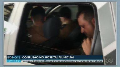Vereador de PG é levado pela PM por perturbação ao trabalho no Hospital Municipal - George Oliveira (PMN) estava fazendo uma transmissão ao vivo pela internet na hora da chegada da polícia.