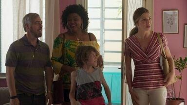 Paloma conta sobre nova oportunidade de um novo desfile de moda - Os filhos de Paloma ainda não aprovam a relação de Paloma e Marcos