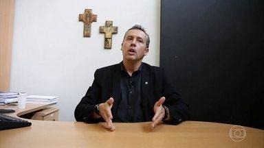 Dramaturgo Roberto Alvim é o novo secretário especial de Cultura - Nesta quinta-feira (7), o presidente Jair Bolsonaro transferiu a Secretaria Especial de Cultura do Ministério da Cidadania para o Ministério do Turismo e nomeou novo secretário.