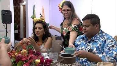Entrada e prato principal de Simone dividem opiniões - Convidados reclamam da farofa de coco e questionam o creme de abóbora, que foi servido na forma de caldo