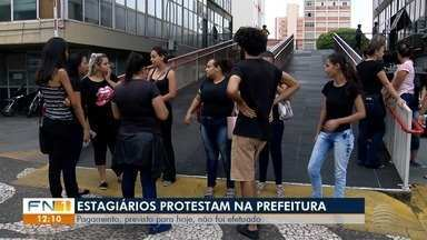 Estagiários da Prefeitura de Presidente Prudente protestam por falta de pagamento - Dinheiro estava previsto para ser liberado na última quinta-feira (7), mas não foi.