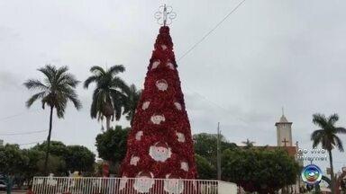 Moradores de Santa Fé do Sul se preparam para enfeitar cidade para o Natal - Os moradores de Santa Fé do Sul (SP) já estão se preparando para enfeitar a cidade para o Natal.