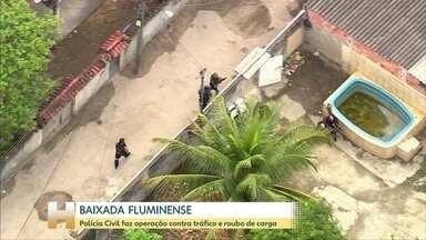 Polícia Civil do Rio faz operação na Baixada contra traficantes que também roubam cargas - Dois suspeitos foram mortos em contronto. A polícia prendeu 23 suspeitos.