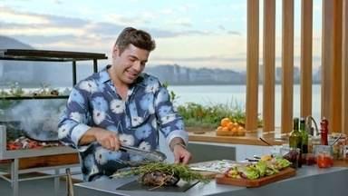 Luau - Para um belo luau em pleno verão, Felipe Bronze prepara copa lombo na coalhada, camarão no abacaxi e frango marinado ao molho tártaro.