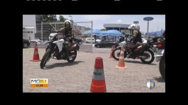 Militares que fazem patrulhamento de moto passam por curso - Capacitação visa contribuir com a segurança pública.