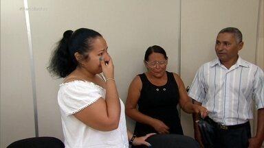 Jovem reencontra pais biológicos após enviar carta da Suíça para juiz no sertão de PE - Celine foi até a cidade de Paudalho, no interior de Pernambuco, em busca de uma resposta e encontrou muito mais. O Fantástico conta essa história.