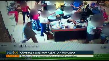 Câmeras de monitoramento registram assalto a mercado em Londrina - Bandidos chegaram armados e levaram dinheiro dos caixas.