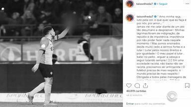 Taison, ex-jogador do Inter, e Dentinho sofrem racismo durante clássico na Ucrânia - Mesmo sendo vítima, o jogador gaúcho foi expulso da partida.