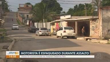 Motorista de ônibus é esfaqueado durante assalto, em Manaus - Vítima foi encaminhada ao hospital Delphina Aziz.