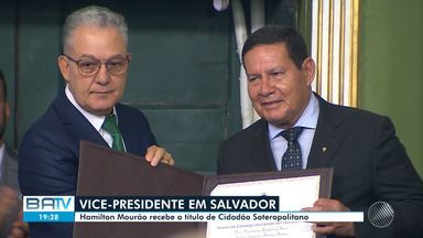Vice-presidente, Hamilton Mourão, cumpre agenda em Salvador nesta segunda-feira - O político recebeu título de cidadão soteropolitano, no plenário da Câmara Municipal da cidade.