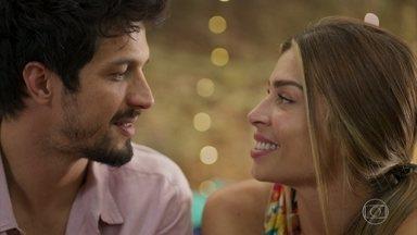 Marcos pede ajuda para Paloma - Marcos não quer perder Paloma