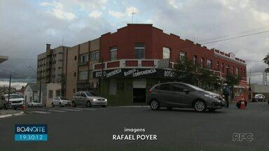 Rua Visconde de Nacar passa a ser preferencial no Centro de Ponta Grossa - A mudança ainda está em fase de testes.