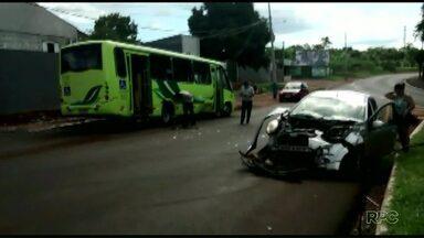 Dois acidentes foram registrados hoje a tarde em bairros de Foz - Um foi na Vila C entre um carro e um ônibus do transporte coletivo e o outro no Jardim Europa entre dois carros.