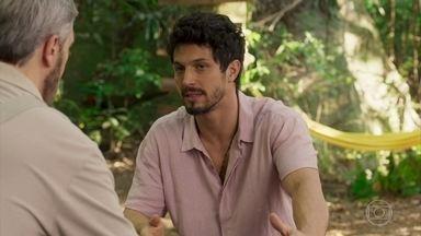 Antônio pergunta sobre as intenções de Marcos com Paloma - Antônio interrompe momento de Marcos e Paloma