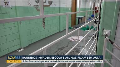 Vândalos destroem material escolar, equipamentos e parte de estrutura de escola - Eles invadiram o lugar e prejudicaram centenas de alunos.