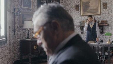 Almeida avisa a Assad que Júlio foi internado - Assad se preocupa e quer saber o motivo