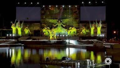 Espetáculo de Natal, com narração do Cid Moreira, acontece nesta quarta-feira em Gramado - 'Ilumination' conta com efeitos de luzes a beira do lago.