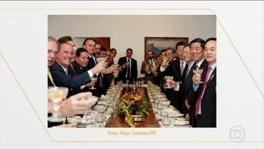 Jair Bolsonaro tem reuniões com presidentes da Rússia e África do Sul nesta quinta (14) - Na quarta-feira (13), a reunião de cúpula do Brics aproximou o Brasil da China para a criação de uma área de livre comércio. Empresários dizem que a indústria brasileira não está pronta pra essa concorrência. Apesar de a China ser o principal parceiro comercial do Brasil, as nossas exportações se limitam a produtos básicos, enquanto importamos produtos industrializados dos chineses.