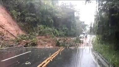 No Espírito Santo, chuvas provocam deslizamentos e fecham estradas - Barranco deslizou em Santa Leopoldina e deixou um morto. Na BR-262, que liga o estado a Minas Gerais, havia pelo menos três pontos de bloqueio, segundo a PRF.
