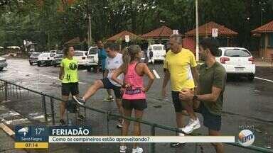 Feriado da Proclamação da República leva moradores ao parque do Taquaral - Parque Portugal amanheceu com frequentadores, apesar da chuva nesta sexta-feira (15).
