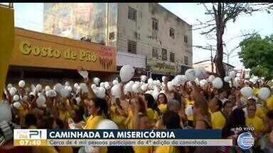 Caminhada da misericórdia reúne 4 mil pessoas - Caminhada da misericórdia reúne 4 mil pessoas