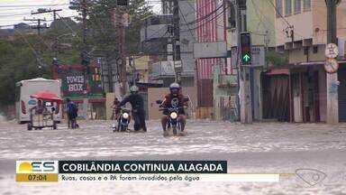 Bairro Cobilândia continua cheio de água em Vila Velha, ES - Ruas, casas e até uma unidade de saúde foram atingidos pela água.