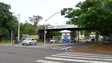 Vestibular Unesp 2020: candidatos fazem nesta sexta a prova da primeira fase - A Universidade Estadual Paulista (Unesp) aplica nesta sexta-feira (15) a primeira fase do vestibular 2020. Ao todo, 95.440 candidatos estão inscritos para fazer a prova em 35 cidades, sendo 31 no estado de São Paulo.
