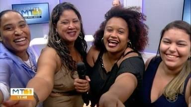 Mulheres fazem sucesso cantando no ônibus - Mulheres fazem sucesso cantando no ônibus.