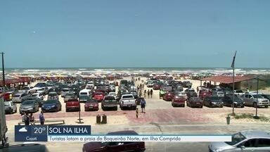 Turistas lotam praias do Boqueirão Norte de Ilha Comprida - Final de semana de sol permitiu que os banhistas aproveitassem a praia.