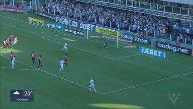 Santos empata contra o São Paulo em clássico na Vila Belmiro - Partida acabou em 1 a 1 com gols marcados por Carlos Sánchez e Daniel Alves.