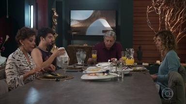 Vera e Eugênia comentam a separação de Diogo e Nana - Vicente comenta o fora que recebeu de Gabriela