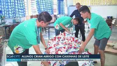 Alunos criam abrigos com caixa de leite - A ideia é distruibuir as cabanas para os moradores de rua em Curitiba